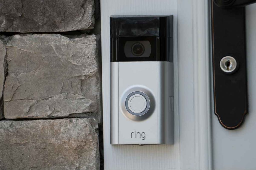 button of the door bell outside the home