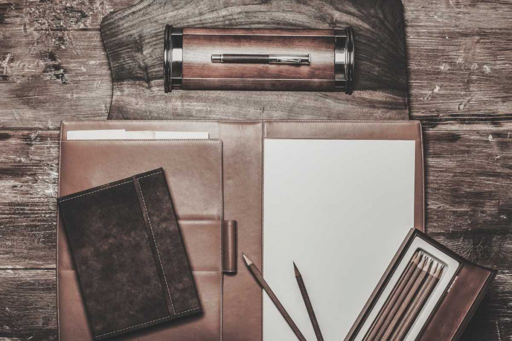 The complete set of leather portfolio