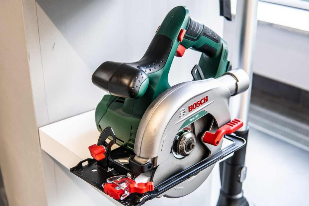 buying a circular saw