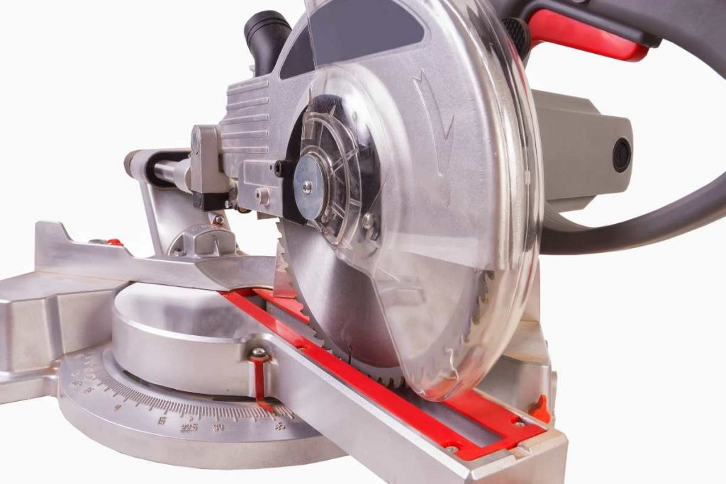 Durable and compact working of this wood cutting machine