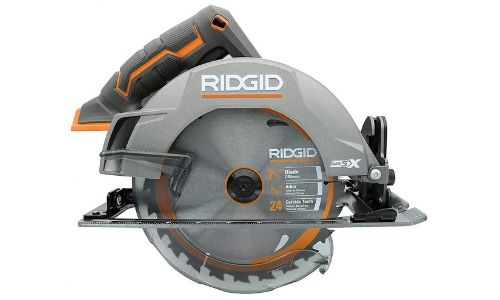 This cordless circular saw comes with an 18 volts support battery.