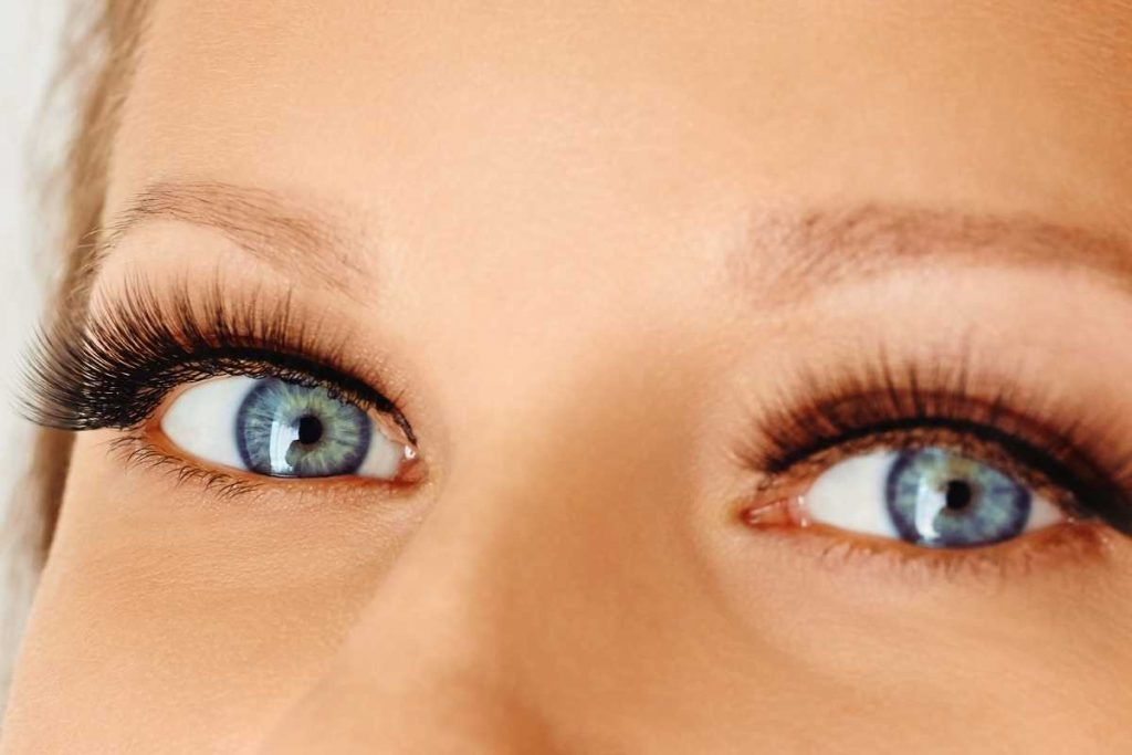 Girl Eyes with eyelash extension