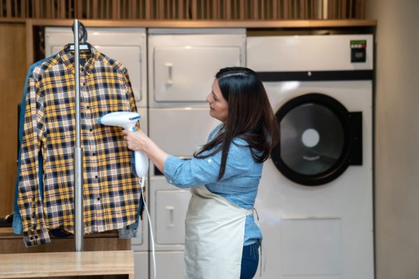 The Use of Garment Steamers and Their Pros and Cons